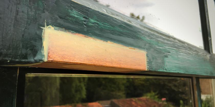 Houtrot reparatie van kozijn met inzet nieuw stuk hout