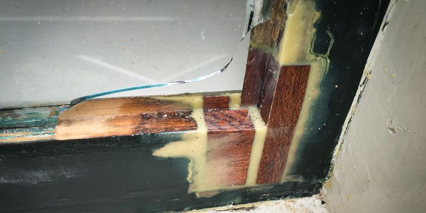 Reparatie kozijn met houtrot hoekstuk